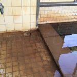 濁川温泉新栄館女性用浴槽溢れ出し
